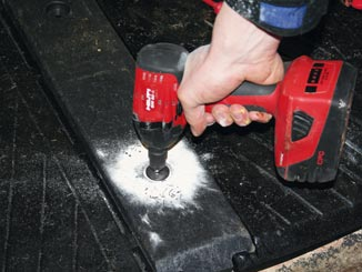 WINGFLEX profiles are fastened tight when installing WINGFLEX cubicle mats