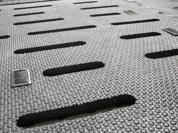 KRAIBURG pediKURA S individually tailor-made slatted floor covering made of rubber for soft zones with concentrated claw abrasion in the cow house