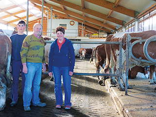 slatted floor with elastic KRAIBURG walking area floorings at Brandstetter farm, Germany, with milking robot