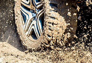 tyre: water and mud are pushed out of the tread grooves